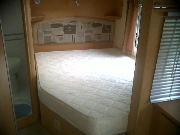 Elddis Caravan Fixed Bed Fitted white cotton sheet